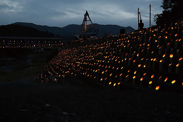 幾千もの竹灯籠と秋を呼ぶ音楽フェス 耶馬...