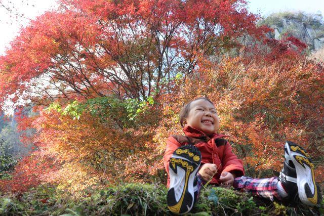 紅葉と我が子...